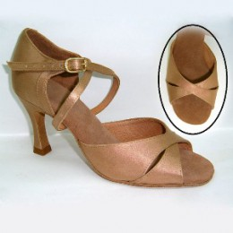 Los zapatos para los bailes latinoamericanos el modelo 120 de Dancemaster.